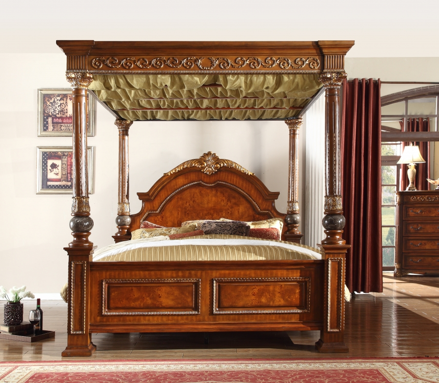 Formal Classic Design Royal Post King Size Bed Fabric On