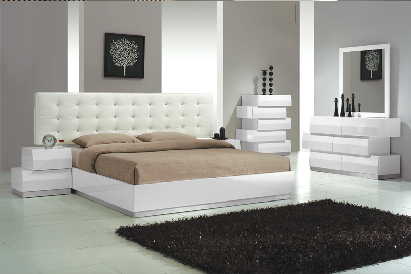 Cal.King Size Bedroom 4pc Set White Finish | Hot Sectionals